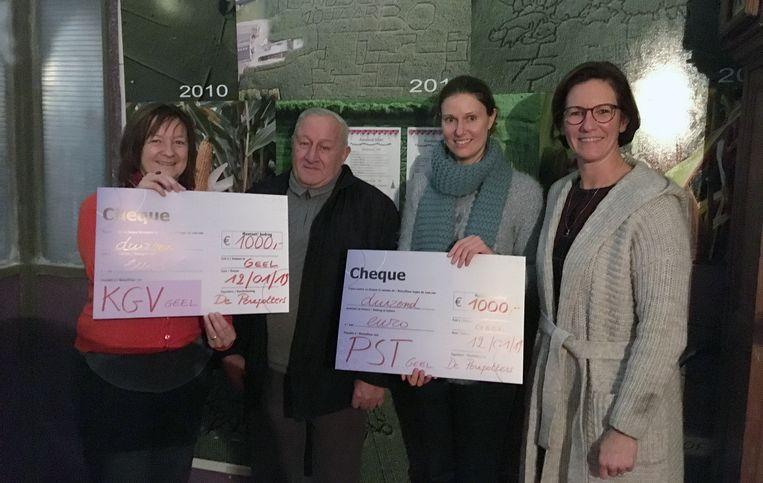Beide organisaties kregen een cheque van 1000 euro.