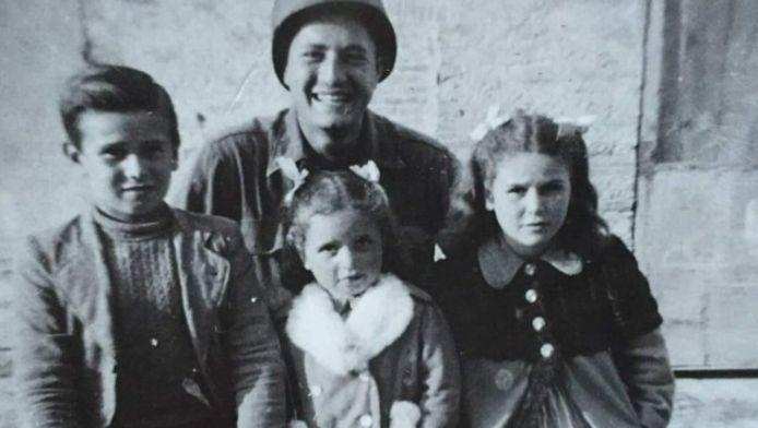 Martin Adler met Bruno, Mafalda en Giuliana Naldi in 1944