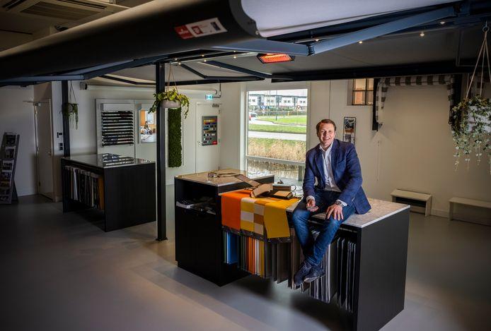 Benny Meeusen (34) wilde altijd al een webshop, maar dat het er eentje voor raamdecoratie met daarbij vier showrooms zou worden had hij nooit kunnen bedenken.
