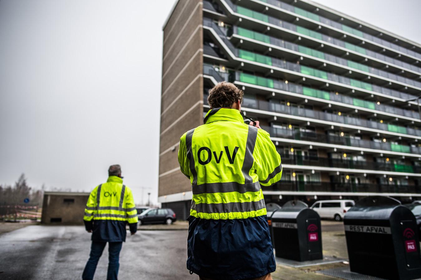 Onderzoek van de Onderzoeksraad voor Veiligheid enkele weken na de fatale flatbrand in Arnhem.