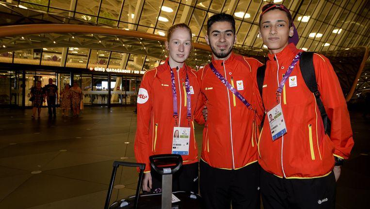 Jaouad Achab (midden) en Si Mohamed Ketbi (rechts) op de Europese Spelen, naast hen staat Indra Craen Beeld BELGA