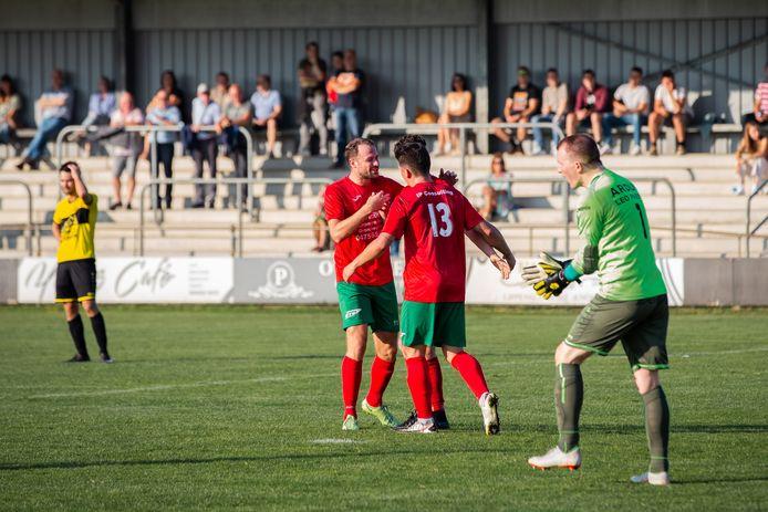 Vreugde bij Jarno Molenberghs, Dean Joris en Thijs Van Pol (Berg en Dal), Nick Adriaensen (Vorselaar) pept de ploeg weer op.
