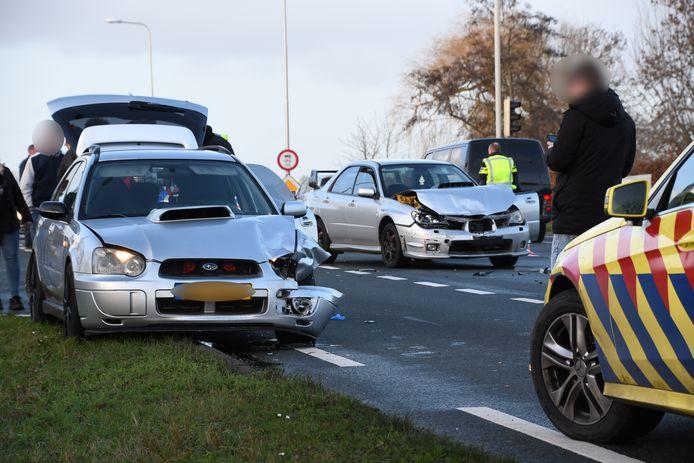 Drie Subaru's zijn op de N204 bij Benschop op elkaar geknald. Een persoon is naar het ziekenhuis gebracht.