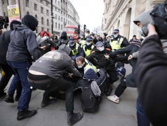 Politie en demonstranten slaags in Londen en Noord-Ierland