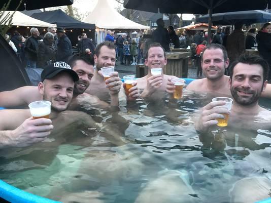 De vrienden van de Skif Juinen beleefden een aangename middag in de hottub.