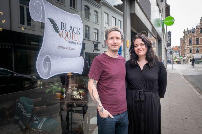 Eli Rutten en Ky Luyten openen tattooshop/piercingstudio/koffiebar Black Quill.
