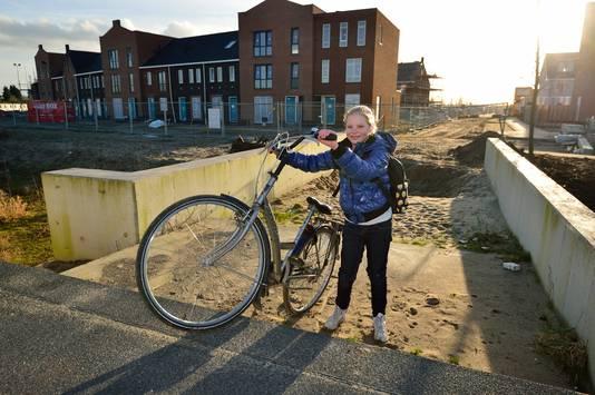 Juliet Zwart moet dagelijks ruim een kilometer om fietsen.