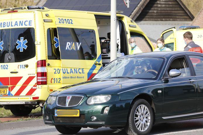 Fietser geschept door auto en raakt zwaargewond