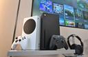 Microsoft's Xbox Series X (zwart) en series S (wit).