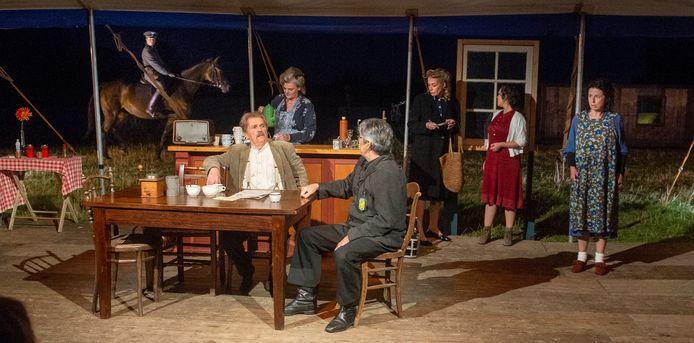 Het theaterstuk 'Oorlog aan de Rivier' door Dankzij De Dijken uit Lith.
