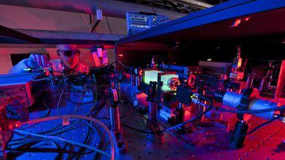 Leven we in een 2D-hologram? Uniek experiment doet de test