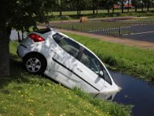 Auto in de sloot na ongeluk Wassenaar, A44 tijdelijk dicht