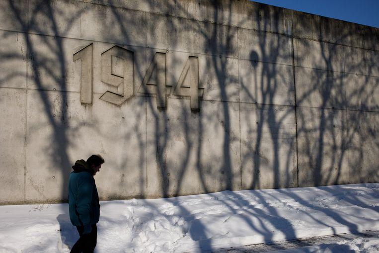 Het Holocaust-gedenkteken bij het voormalige Radegaststation in Lodz. De Joodse begraafplaats ligt er dichtbij. Beeld Piotr Malecki