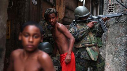 Leger ingezet in Braziliaanse favela's na geweld tussen bendes en politie