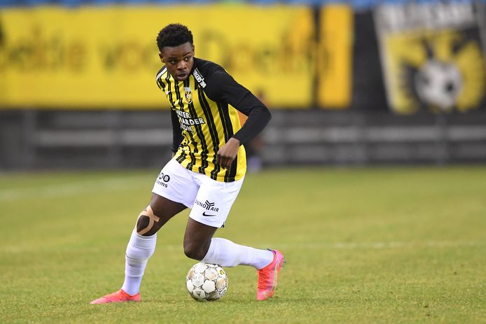 Noah Ohio in actie voor Vitesse.