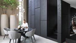 """WOONVIDEO. 'Blind Gekocht'-architect renoveert fiftieswoning: """"Intieme sfeer van chic boetiekhotel"""""""