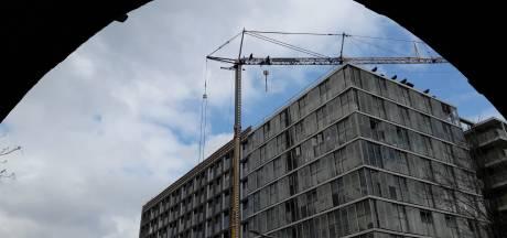 Regen zorgt voor beschimmelde appartementen: bewoners moeten wekenlang hun nieuwe woning uit