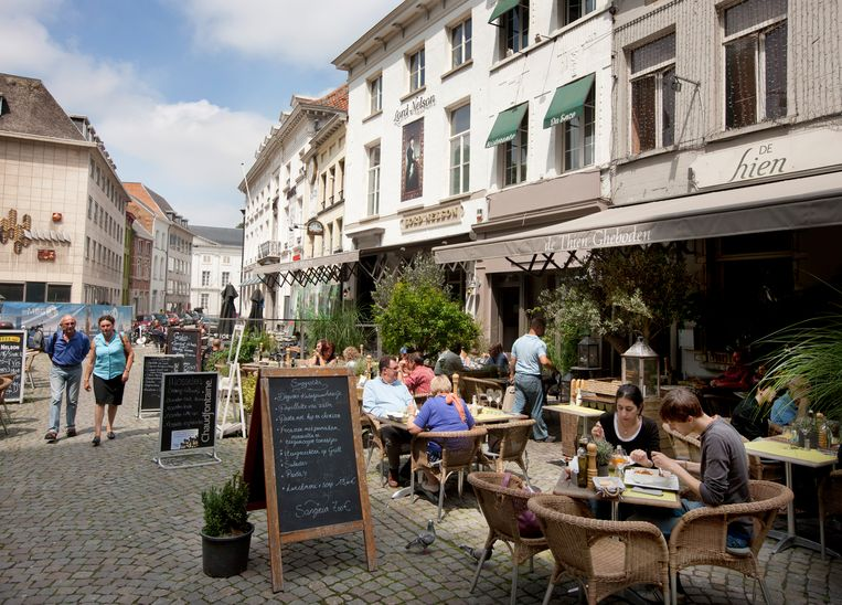 Nederlanders zien België, zo gaat het cliché, nog altijd als een bourgondisch land. Beeld Thomas Vanhaute