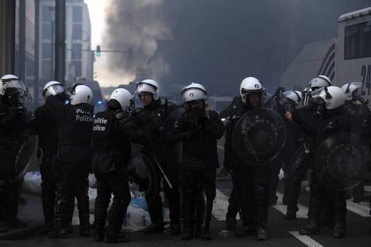 De Brusselse oproerpolitie trad hard op tegen de vandalen en plunderaars.