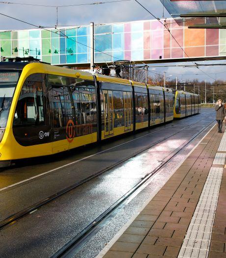 Utrechtse politiek wil naadje van de kous weten over mislopen miljarden voor tramlijnen en station