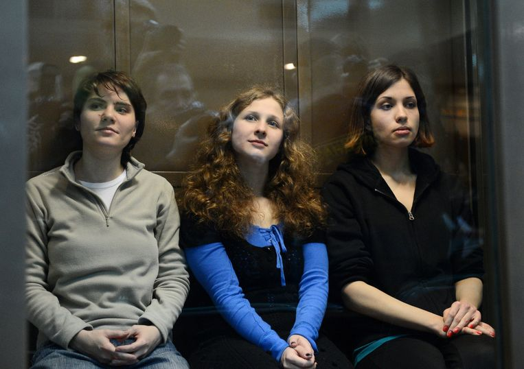 De drie leden van Pussy Riot Yekaterina Samutsevich, Maria Alyokhina and Nadja Tolokonnikova in 2012.