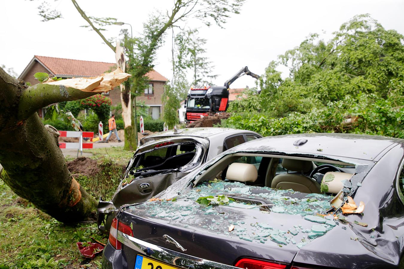 Zware stormschade in Leersum.