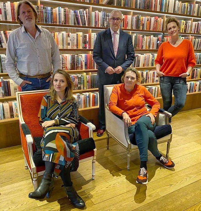 Theo Hakkert (links), lid van de jury van de Libris Literatuurprijs.