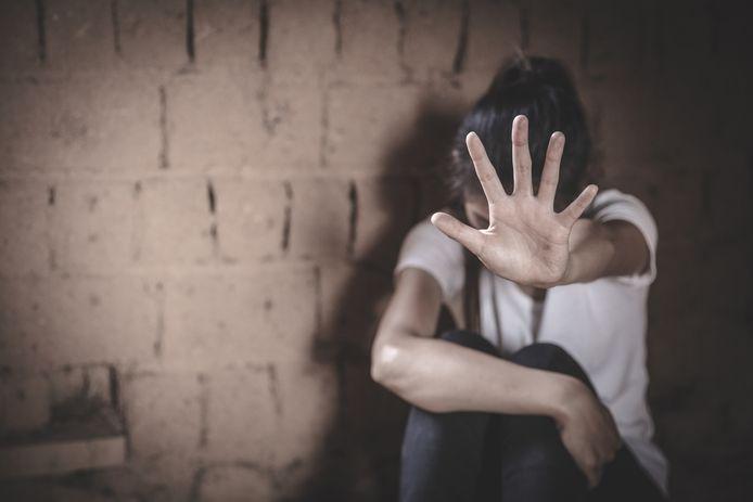 Près de deux tiers de la population belge entre 16 et 100 ans ont été victimes de violences sexuelles au cours de leur vie, selon une étude menée par des experts de l'Université de Gand (UGent), de l'Université de Liège (ULiège) et de l'Institut national de criminalistique et de criminologie (INCC)