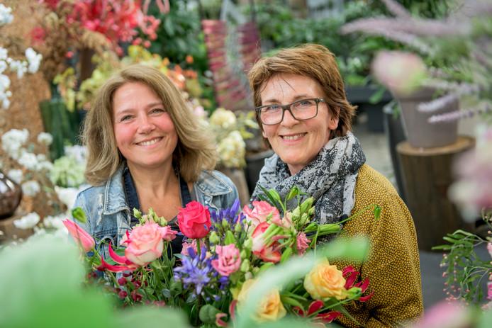 Bloemist Sandra Sanders (links) en bloemenzaakeigenaresse Els Thijert.