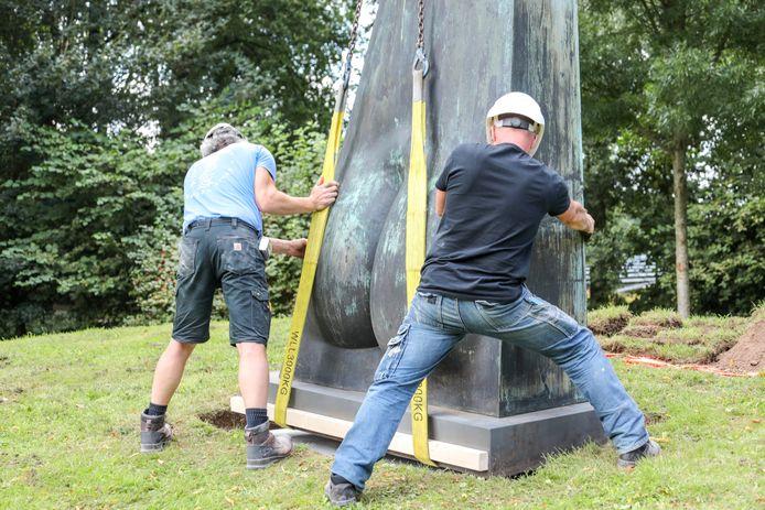 Het werk van Kees Verwey is donderdag geplaatst in het Meanderpark.