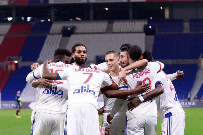 Denayer en Lyon aan het feest tegen Saint-Etienne.
