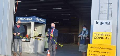Snotteraars hebben een dubbel gevoel bij 'feestelijke' opening coronateststraat Hulst