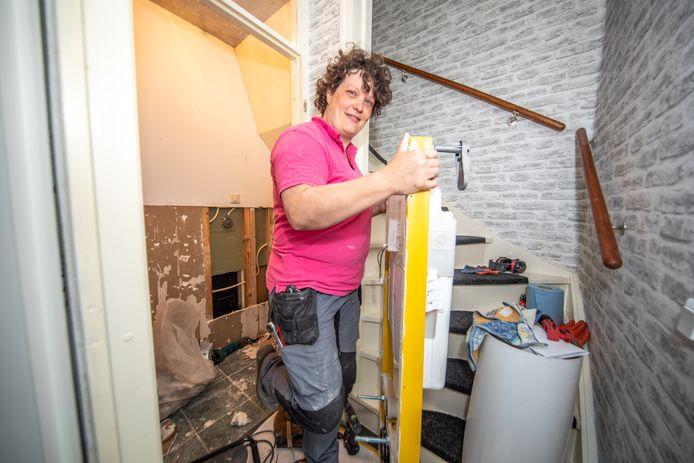 Annelies Bos zoekt handige dames voor haar klusbedrijf, maar ze zijn moeilijk te vinden.