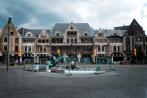 Vervoersmaatschappij De Lijn laat de laatste werken uitvoeren om van het Gemeenteplein terug een open ruimte te maken.