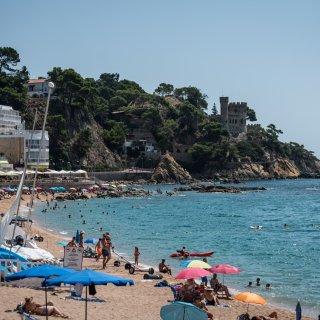 'Het is hier in Lloret de Mar veel rustiger dan normaal. Patathuis De Koe haalt maar eentiende van de omzet'