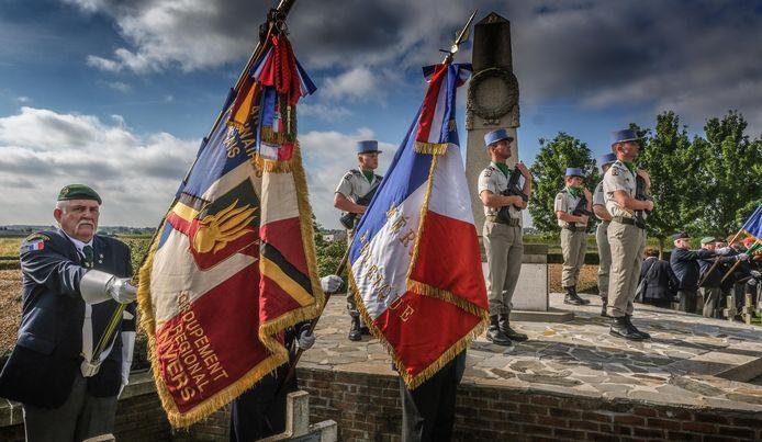 Franse militairen verzorgden de plechtigheid van hun gevallen landgenoten.