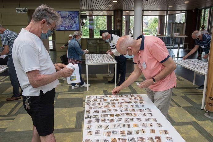 De ruilactie voor de historische plaatjes die bij de Jumbo gespaard konden worden, trok zaterdagmiddag zeker 160 mensen.