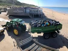 Walcherse jongeren ruimen eigen troep op met vuilniszakken van de strandwacht