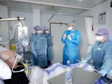 Willem-Alexander verdiept zich in gevolgen corona voor ziekenhuis Dirksland