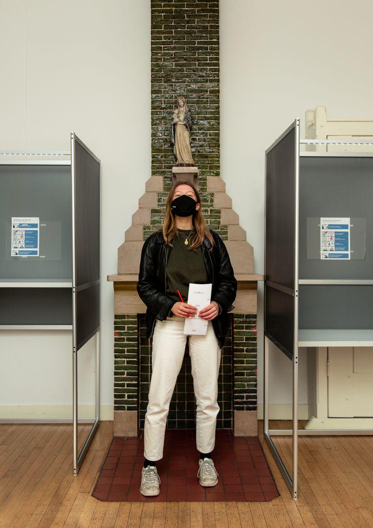 Nica Kraaijeveld: 'Het geeft me hoop dat er weer een hele nieuwe generatie is die nu voor het eerst mag stemmen.' Beeld Susanne Stange