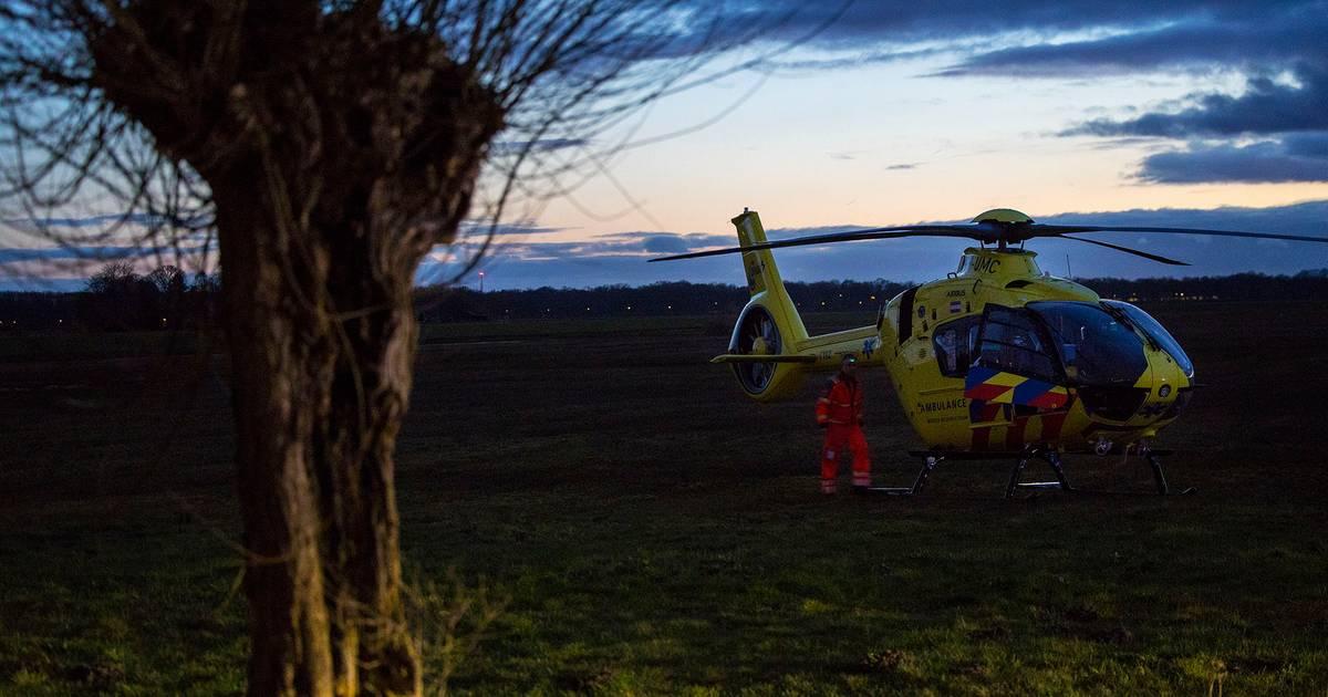 Traumahelikopter naar ernstig ongeluk in Den Bosch, ambulance vast in drassige berm.