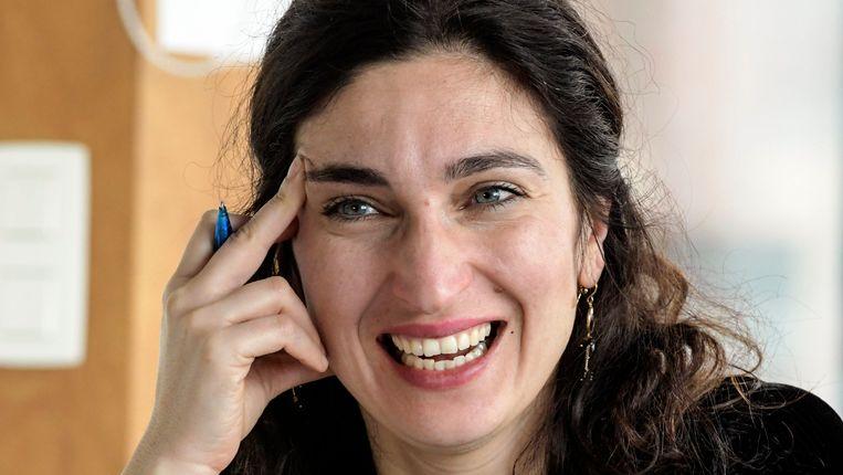 De bevoegde staatssecretaris Zuhal Demir legde het stappenplan vanochtend op Radio 1 uit. Beeld Photo News