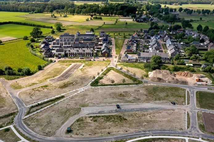 De uitbreidingswijk Den Hoek in Helvoirt met de reeds gerealiseerde fase één en twee en de bouwrijp fase drie en vier.