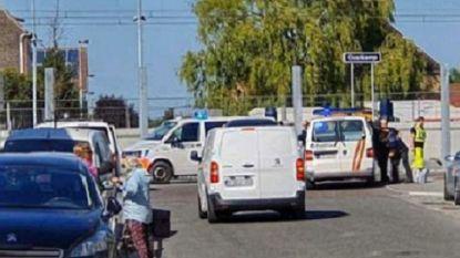 Levensgevaarlijk: treinsurfer hangt minutenlang aan buitenkant, politie klist hem in volgend station
