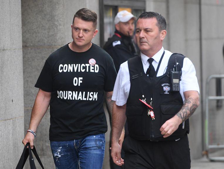 """""""Veroordeeld voor journalistiek."""" De boodschap op het T-shirt van Tommy Robinson liegt er niet om. Beeld EPA"""