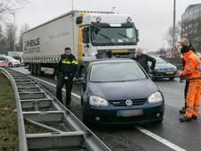 Flinke file door aanrijding auto en vrachtwagen bij Velperbroek