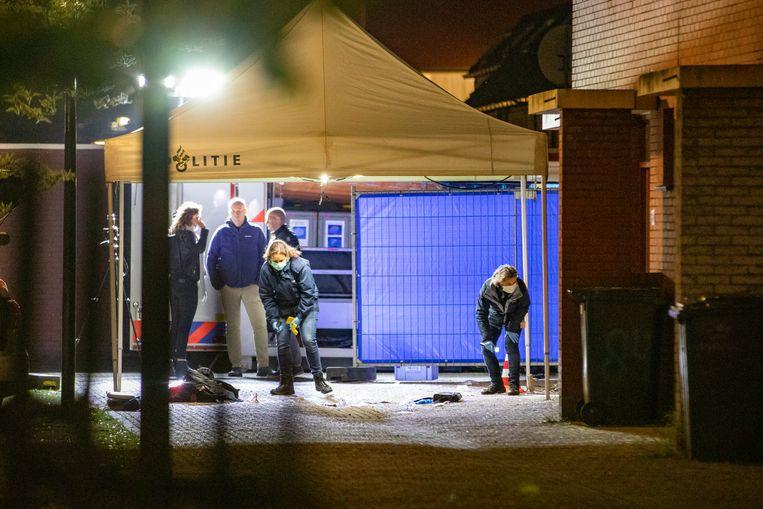 Onderzoek naar de schietpartij aan de Hoptille in de Bijlmer.  Beeld Michel van Bergen