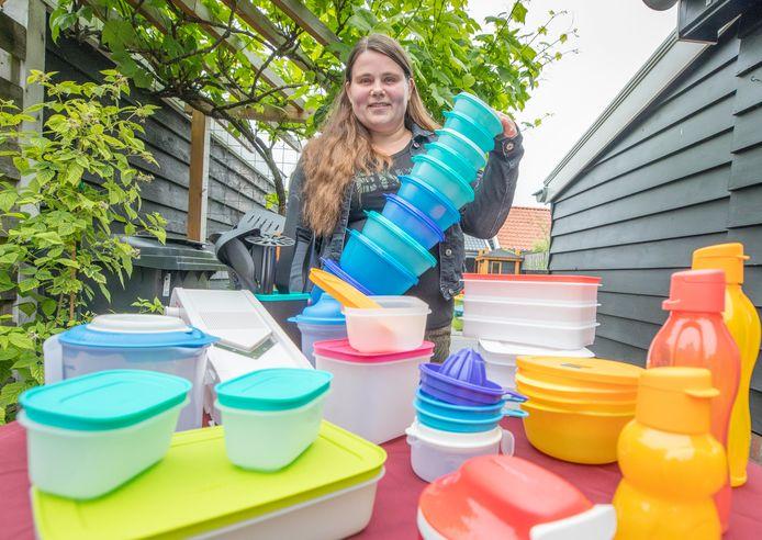 Kyra Danker verkoopt weer Tupperware