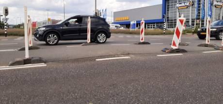 Trekken kabel voor Windpark Koningspleij gaat fout: bobbel in asfalt Westervoortsedijk
