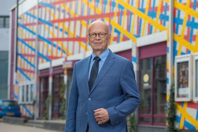 Wethouder Dick van Zanten voor theater De Nieuwe Doelen.